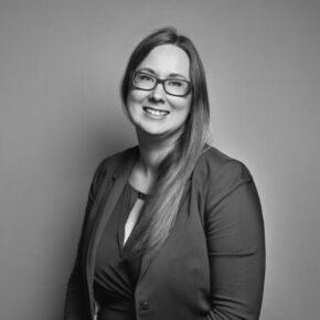 Depuis les débuts de l'entreprise, Sara mène le côté administratif de nos activités. Elle supervise aujourd'hui l'équipe d'administration et veille au bon fonctionnement du bureau.